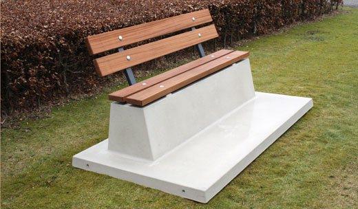 Picknickbanken op het schoolplein of op het terras